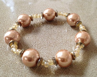 Gold beaded stretchy bracelet