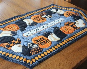 """Halloween!  Handmade, wide hexagon, quilted table topper or dresser scarf - Black cats and pumpkins - 20"""" by 37"""""""