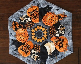 """Halloween!  Handmade, hexagon, quilted table topper or dresser scarf - Black cats and pumpkins - 21.5"""" across"""