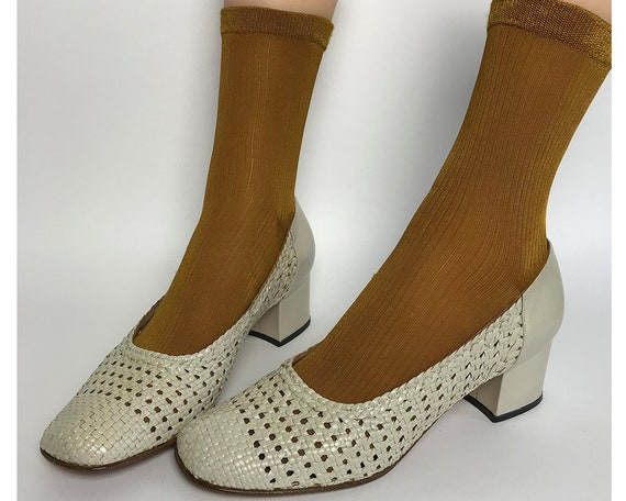 80s off white woven pumps / woven shoes women size