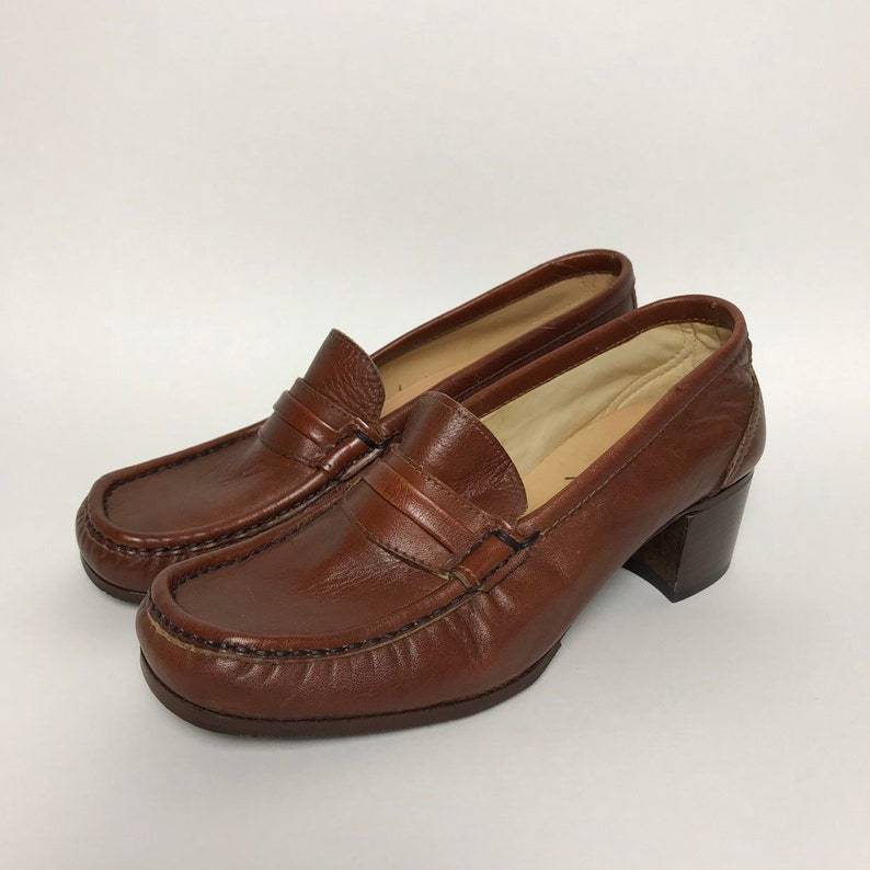 48531b7111e 80s block heel loafers   80s heeled moccasins for women