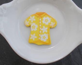 Wooden flatback yellow Hawaiian shirt