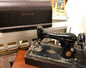 Vintage SINGER Sewing Machine with Domed Wooden Case, Vintage Equipment and Memorabilia, Antique Sewing Machine