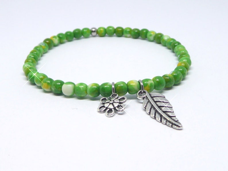 Bracelet in agate beads green with leaf and flower silver image 0
