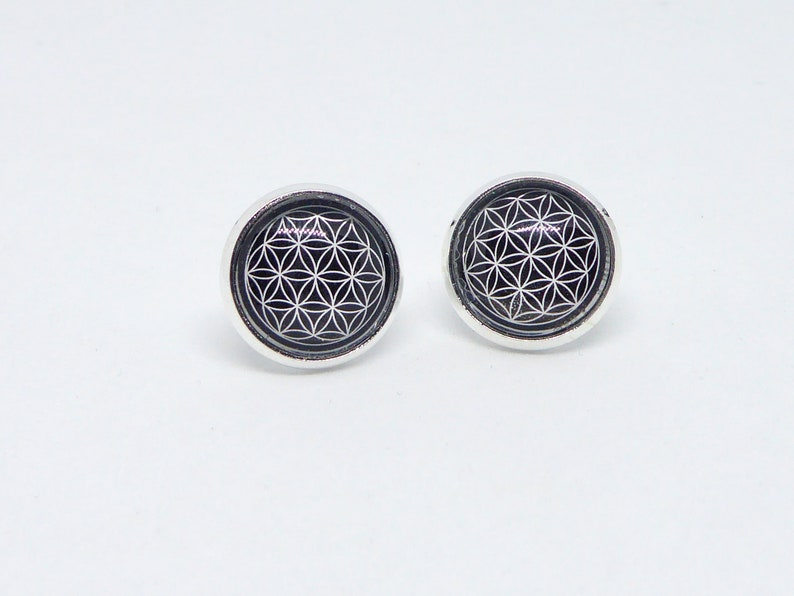 Cabochon stud earrings 12 mm cabo many colors to choose Black