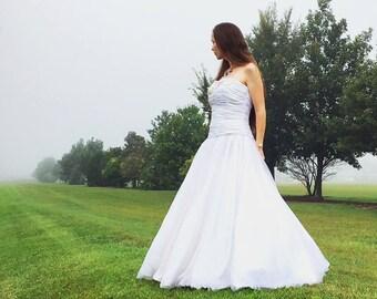 Derkesthai Gown