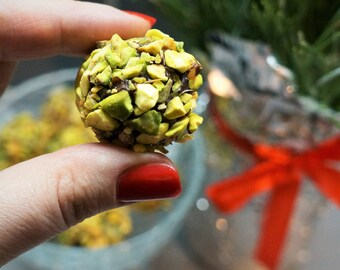 20 pcs Pistachio truffles, 250 g, Wedding Favors, Wedding Gifts, wedding bomboniere birthday love,  white chocolate truffles, milk chocolate