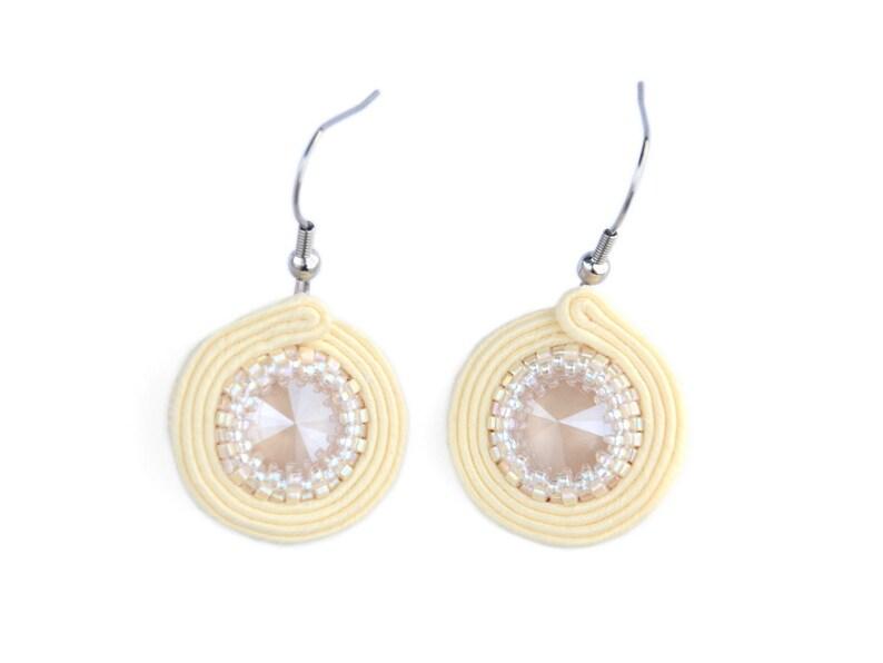 Round cream dangle earrings image 0