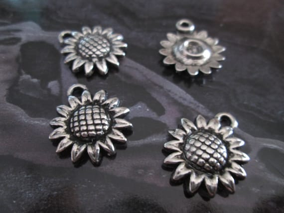Sunflower Charm//Pendant Tibetan Antique Silver 12mm  25 Charms Accessory Crafts