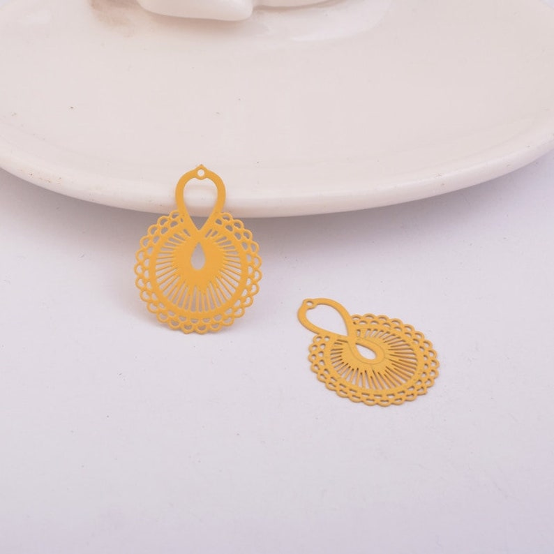 2 yellow round watermarks in painted metal 25 x 19 mm