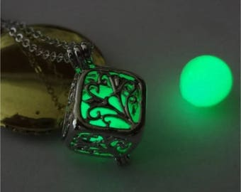 GREEN Glowing Necklace,Glowing Pendant,GLOW in the DARK, Glow in Dark Pendant,Glowing Jewelry, Glow Necklace,Phosphorescent pendant