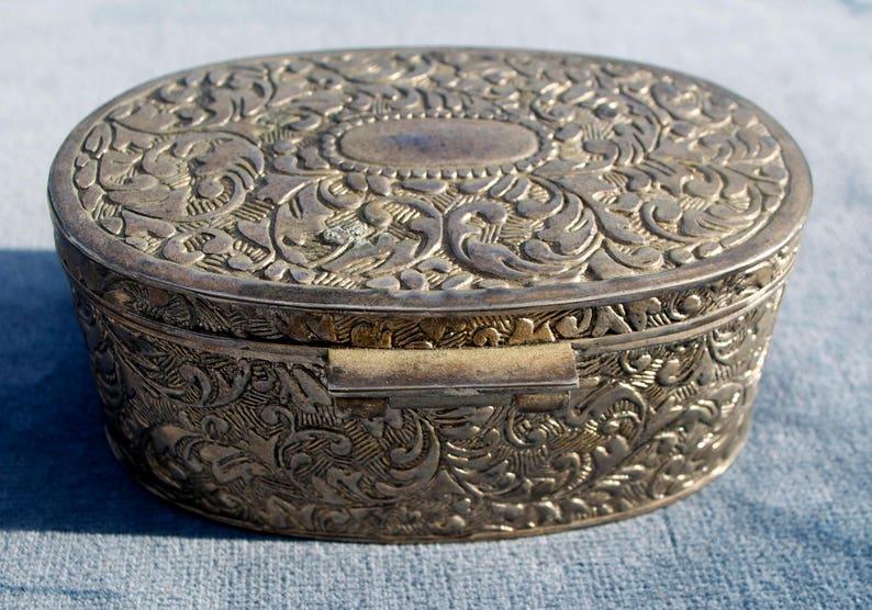 Vintage metal Jewellery Trinket Box Lovely Detail with Scrolling Leaf Pattern