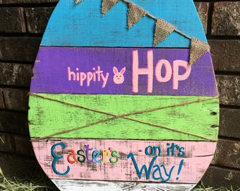 Easter's On It's Way Pallet Wood Egg Sign / Easter Sign / Spring Sign / Pallet Sign / Easter decor / Spring decor