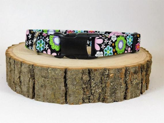Collier de chien fleur alimentation chien / noir collier de chien / collier de chien Floral / fille collier de chien / chien accessoires / tissu chien collier