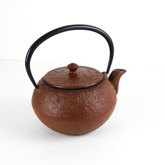 Cast Iron Teapot / Maple Leaf Teapot