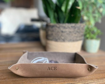 Personalized Leather Valet Tray. Rivet. Personalized Full Grain Leather Catchall. Desk Organizer, Catch all, Storage Tray. Premium