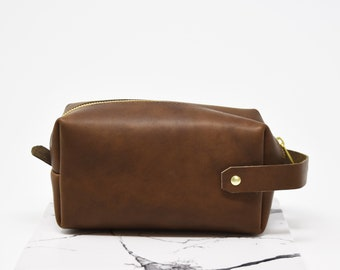 Personalized Genuine Leather Dopp Kit. Custom Dopp Kit. Perfect gift. Leather Travel Toiletry / Make-up Bag. Leather Travel Case.