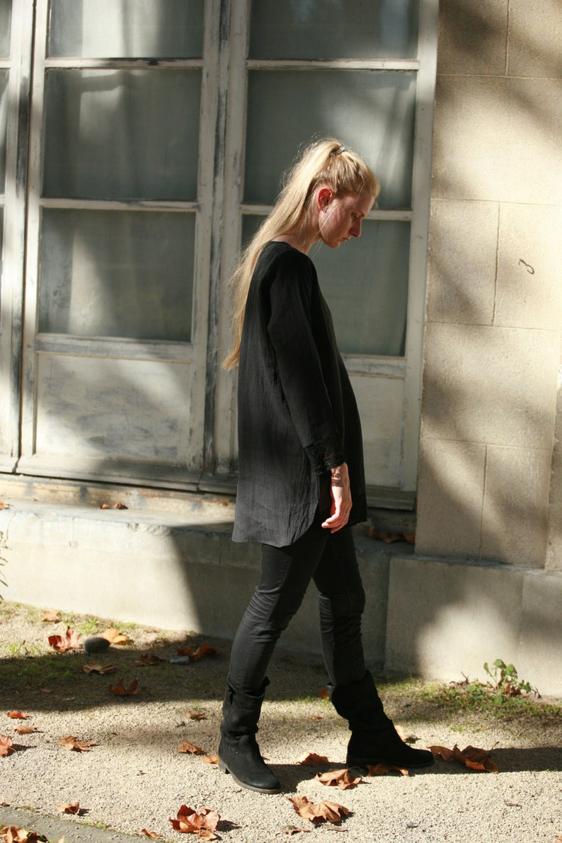 everyday linen wear Dark grey linen tunic with pockets delicate detail in front and lace trims