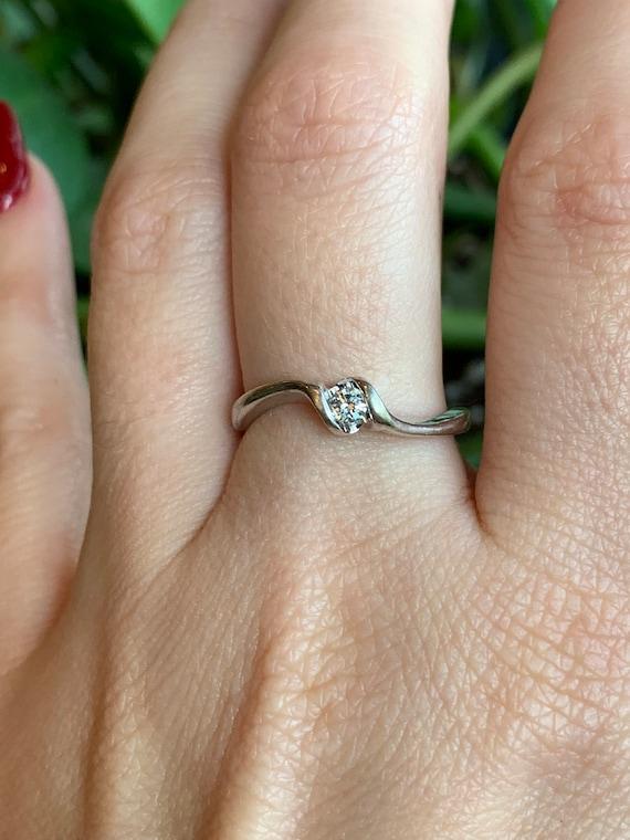 Estate 10K White Gold Diamond Solitaire Ring - X6… - image 9