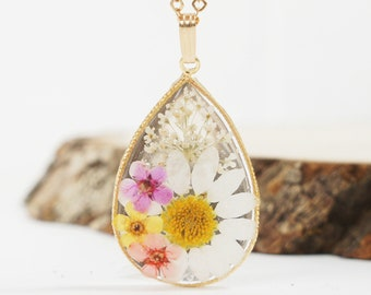 Daisy necklace, Pressed Flower, Queen Anne's Lace, Botanical Jewelry, Natural Jewelry, Terrarium Necklace, Chrysanthemum, Resin necklace