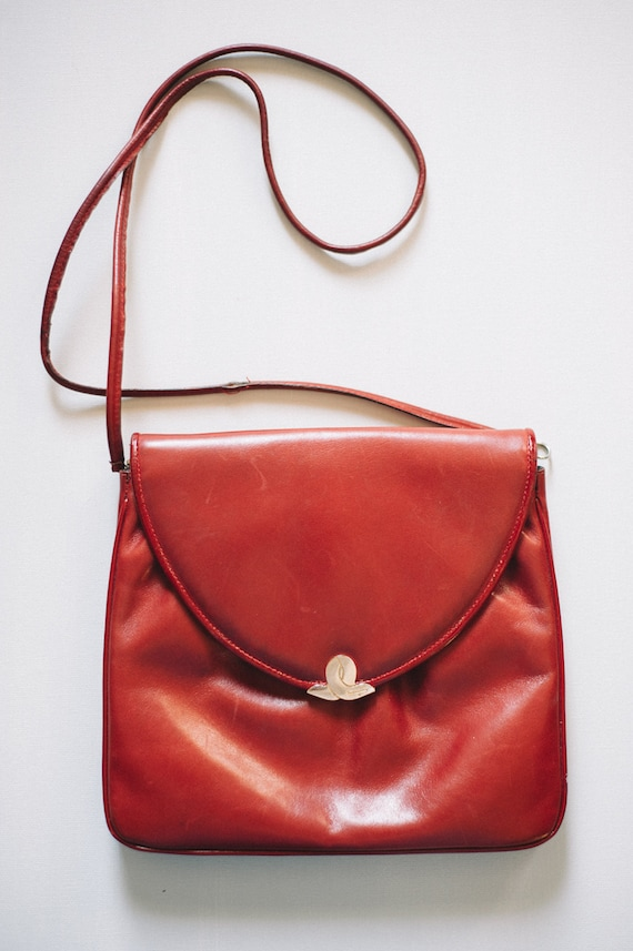 d7e4e0a5836 Vintage Salvatore Ferragamo Crossbody Bag   Red Ferragamo   Etsy