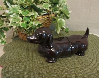 DACHSHUND SALT /& PEPPER SHAKERS Sausage Dog /& Ketchup BAND NEW Really Cute