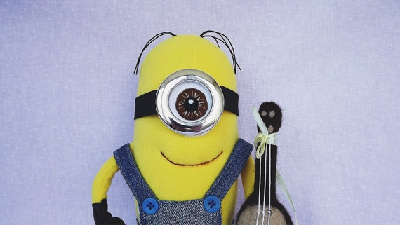 Little Yarn Friends • Crochet Pattern: Lil' Minion (Despicable Me) | 321x570