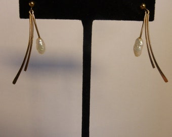 Avon Vintage Earrings Goldtone Dangle Freshwater Pearl Post 1990's