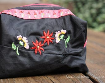 Make-up bag with embroidered flowers