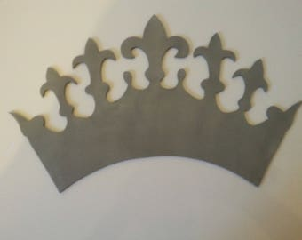Crown cut out in the medium 3 mm, and hand painted.
