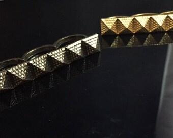 Pyramid 3 Finger Ring