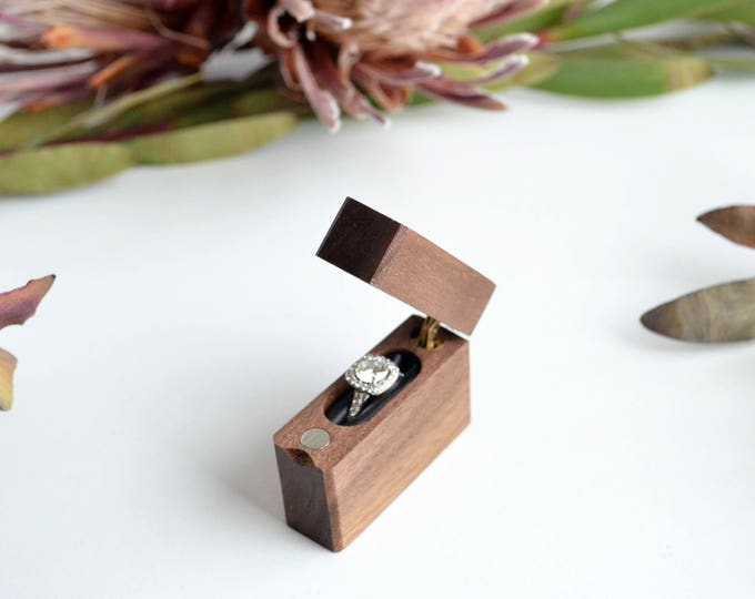 Slim Engagement Ring Box - Single-Hinge