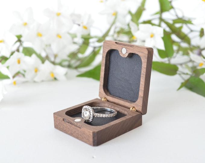 Slim Engagement Ring Box - Flat