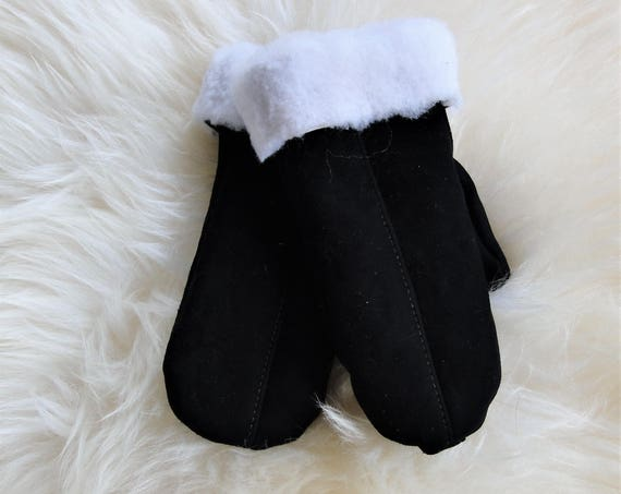 Winter sheepskin gloves. Gneuine leather, natural fur. Black color. White fur. Unisex style.