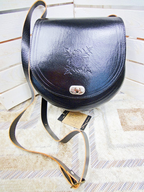 Very elegant and big leather bag. 100% geniuine leather! Black color! Two different sizes! Prime quality!