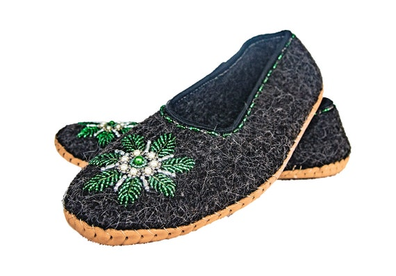 Felt and Real Leather Slippers with Beautiful Beads Decoration! Christmas Edition!