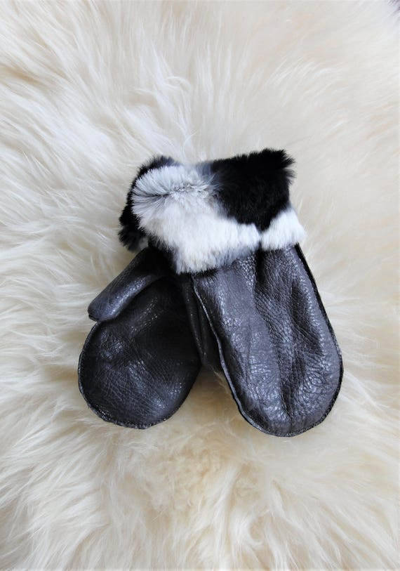 Winter sheepskin gloves. Genuine leather. Elegant gloves. Winter accessories.