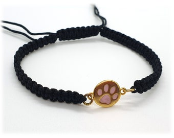 Macrame bracelet with paw