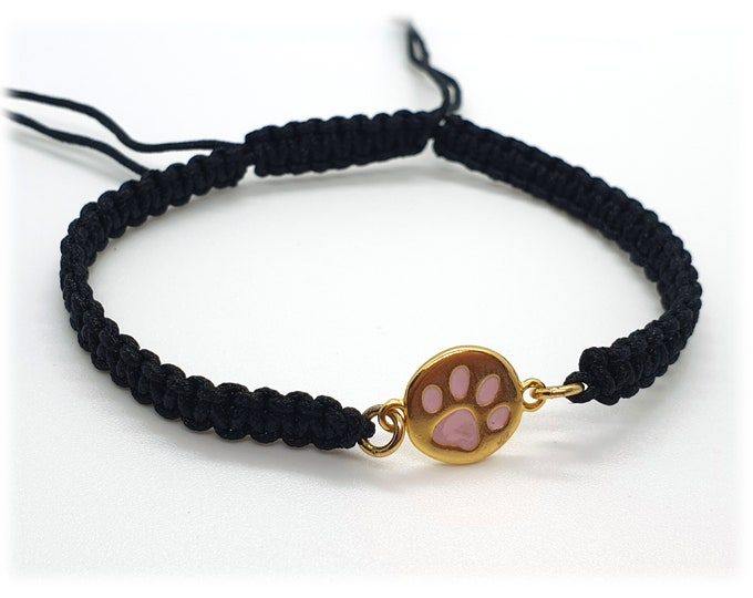 Macrame bracelet with paw