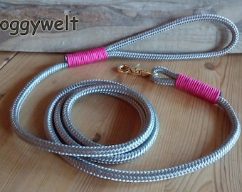 Dog leash from dew with hand loop