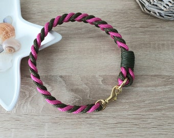 Dog collar tau - flat knotted