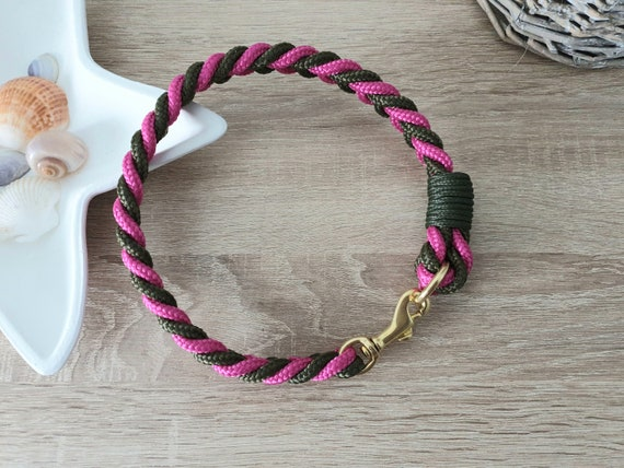 Dog collar tau-flat knotted