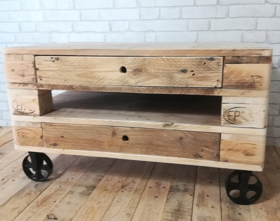 "Impressive living room table ""Ubbe"" made of pallets / pallet furniture"