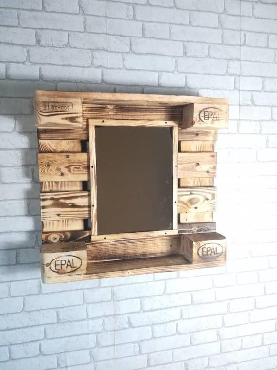 Spiegel auf Palettenholz  / Palettenmöbel
