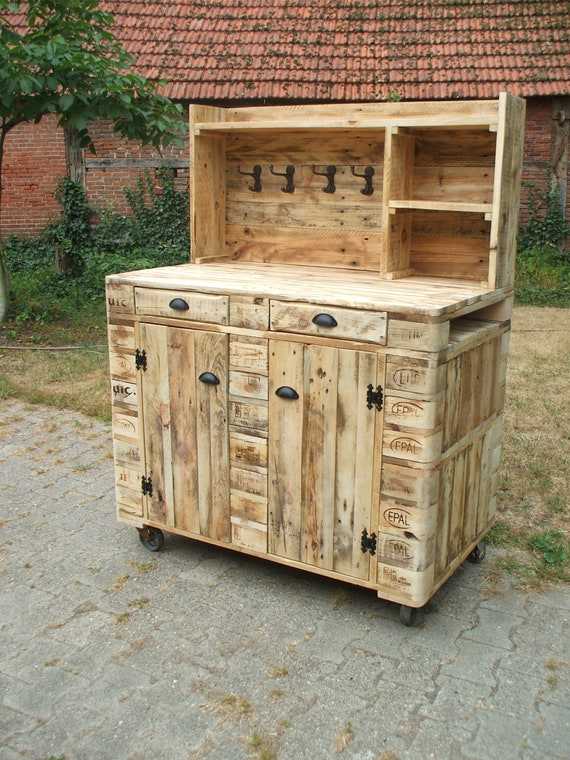 Planting table / chest of drawers / buffet / cupboard made of pallets / pallet furniture