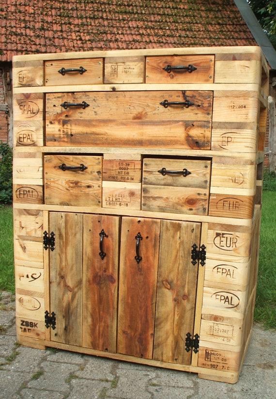 Cabinet made of pallet wood / pallet furniture
