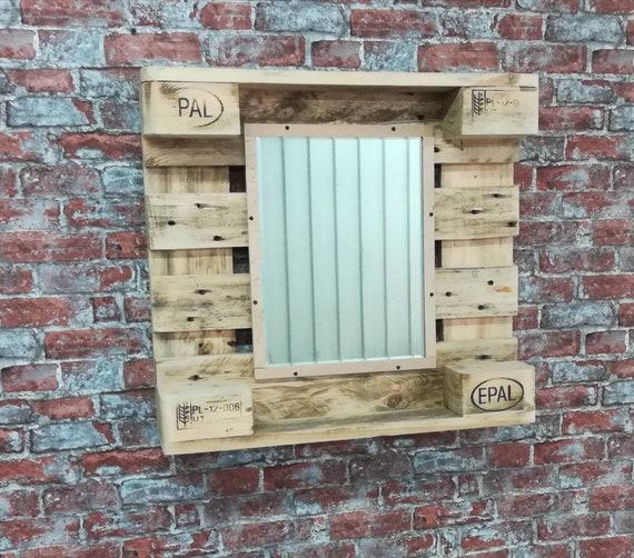 Mirror on pallet wood / pallet furniture