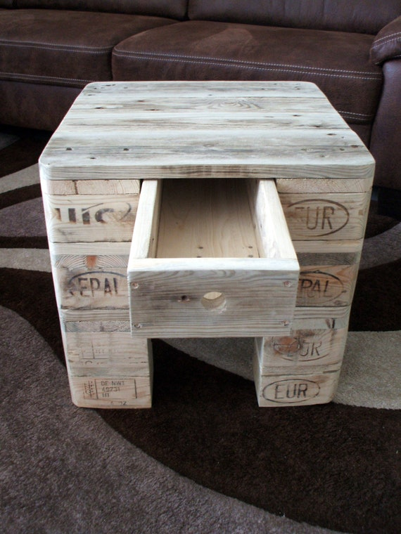 "Coffee table / Side table ""Cube"" made of pallets / pallet furniture"