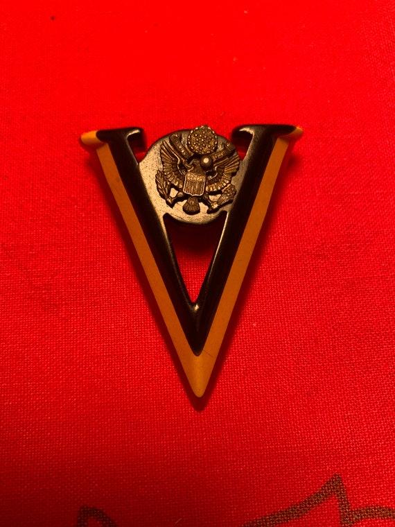 Bakelite WWII Victory Brooch