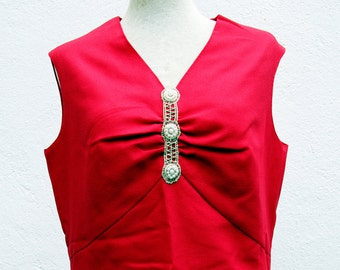 Vintage dress / 70s, red with embroidery